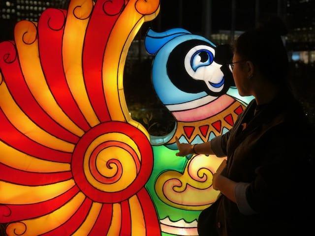 NYC Winter Lantern Pop-Up Marks Beginning of Holidays