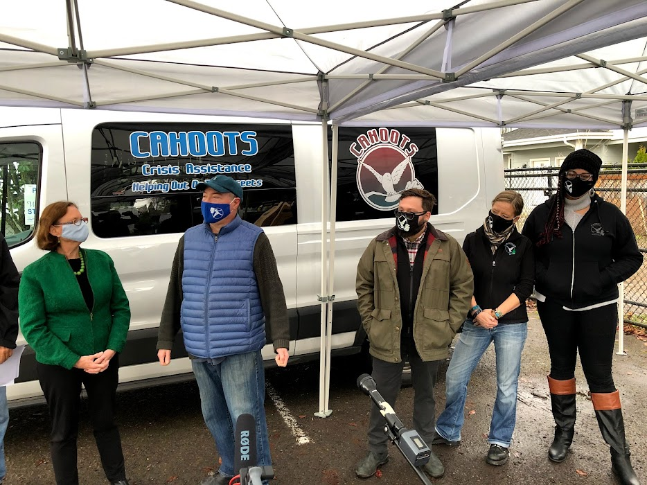 CAHOOTS staff and Eugene mayor